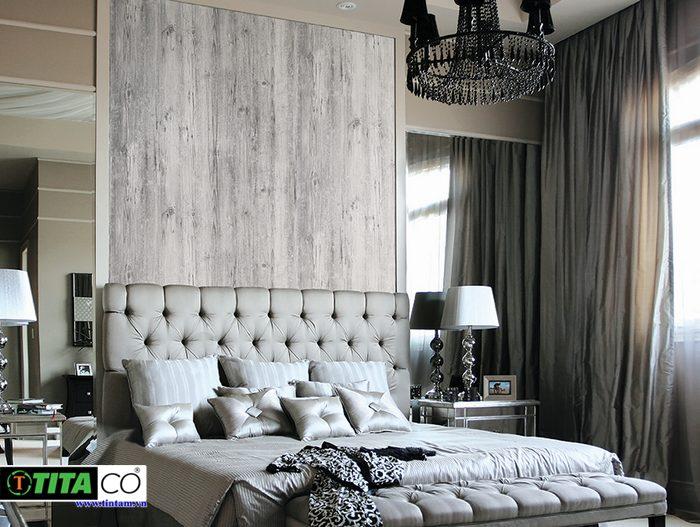 thi công giấy dán tường đẹp cho phòng ngủ với mẫu giấy giả vân gỗ đơn giản