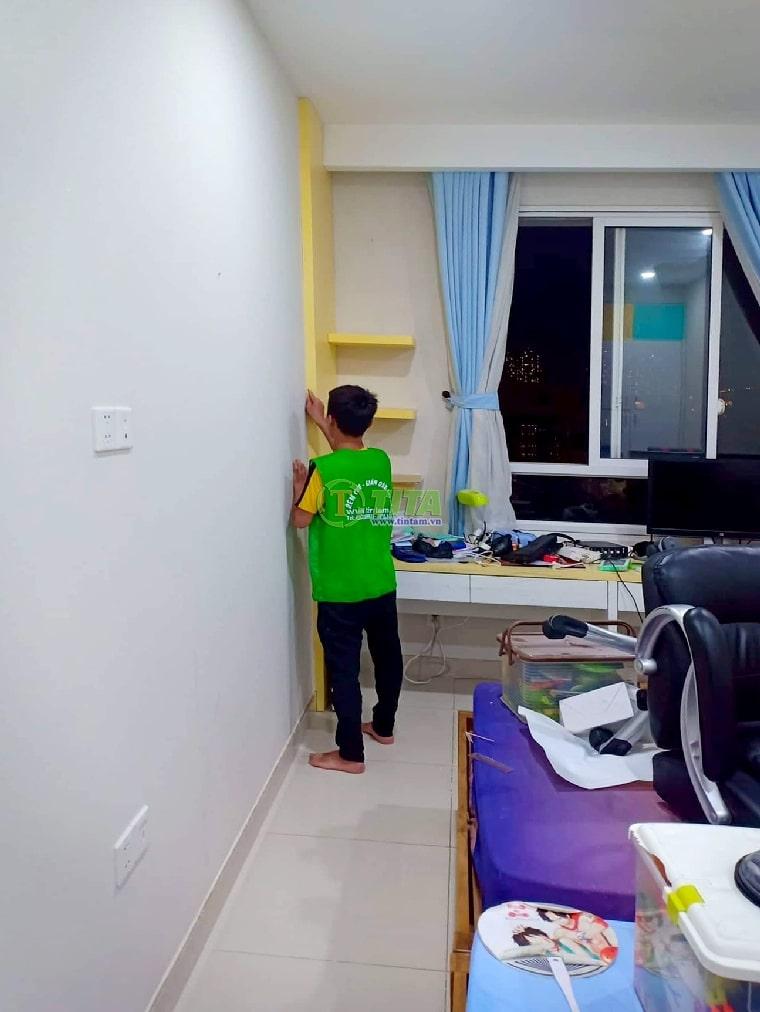 dán giấy dán tường phòng khách đẹp căn hộ